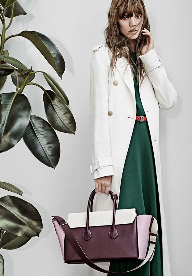 e50a3d526c ... CORNER CHAIN BAG  the sommet fold bag and bally trench coat