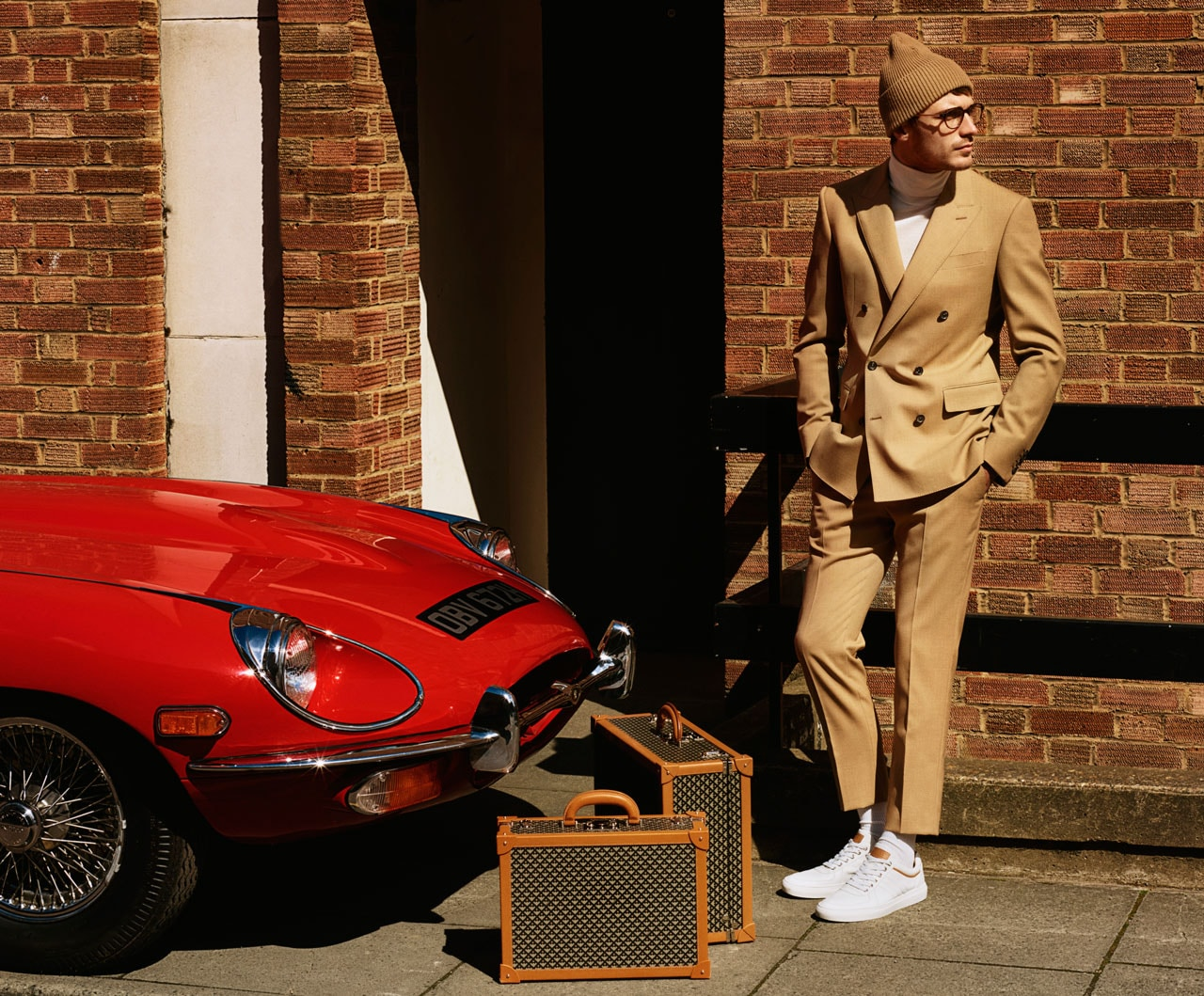 Sites Blyrow Site How To Tie A Double Windsor Knot Diagram Car Interior Design Clment Wears Boxy Breasted Wool Canvas Suit In Camel Fine Gauge Turtleneck Bone Cashmere Beanie Optical Glasses With