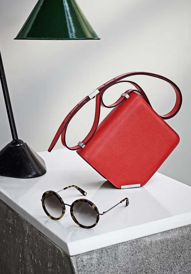 e76317d01c9c ... the corner bag with tortoiseshell sunglasses